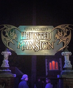 Sign leading into Kevin McCurdy's Haunted Mansion