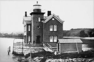 National Archives' 1886 photo of the lighthouse